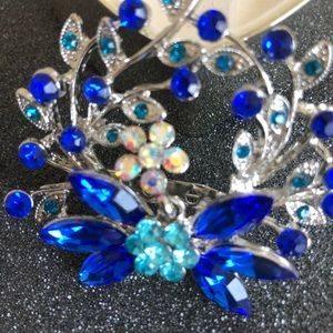 Jewelry - Last One! Crystal Brooch Pin in Blue. NEW